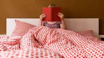 Kinderlose haben abends Zeit, ein Buch zu lesen.