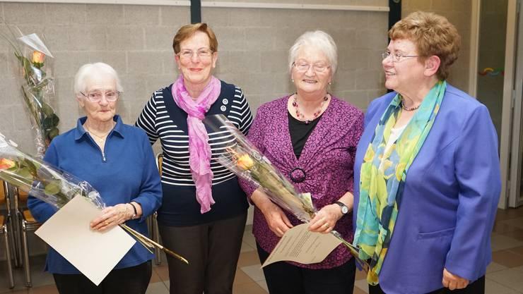 Die neuen Ehrenmitglieder: Gerda Büchli, Leni Amstutz und Vreni Häfeli, sowie die Präsidentin Brigitte Schneider