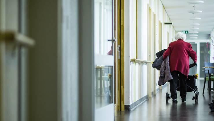 Die steigende Zahl älterer Menschen ruft nach neuen Wohnformen im Alter. Politiker entdecken nun das betreute Wohnen.
