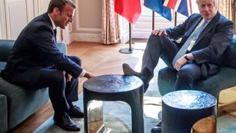 """Nicht die feine englische Art: Der britische Premier Boris Johnson kritisiert böse Kommentare für seinen """"informellen Ansatz"""" beim Treffen mit dem Französischen Präsidenten Emmanuel Macron."""