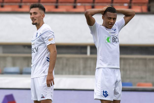 Zeqiri (links) und Ndoye ärgern sich nach dem verpassten Coup gegen Basel.