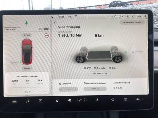 430 Kilometer ohne Ladestopp! Im Optimalfall lädt der Tesla in fünf Minuten 100 Kilometer Reichweite nach.  Nach dem Extrem-Test ist der Akku allerdings kalt und die Geschwindigkeit muss gedrosselt werden.