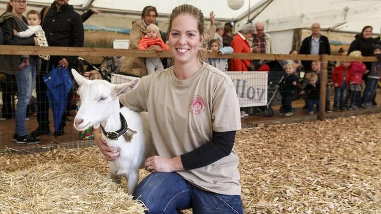 Denise Riggenbach ist die «Macherin» der Ausstellung «Vollkorn – Vielfalt vom Bio-Acker» im Zelt der Bio-Bauern und verantwortlich für den Streichelzoo.