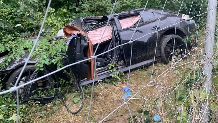 Die Frau schleuderte mit ihrem Auto über alle Fahrbahnen und durchbrach den Wildschutzzaun.