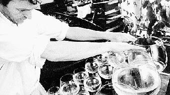 LiestalAus Weingläsern kann man nicht nur trinken: Das beweist am Sonntagvormittag Susanne Würmell. Die Künstlerin entlockt ihren 43 Kristallgläsern schwebende Klänge und lateinamerikanische Melodien. Ab 10.15 Uhr beginnt ihr Glasharfen-Konzert im Restaurant des Alters- und Pflegeheims Frenkenbündten.Sonntag 10.15 Uhr,Restaurant Frenkenbündten, Eintritt freiwww.liestal.ch/de/aktuelles