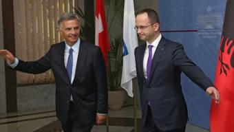 Bundespräsident Burkhalter (l) mit Albaniens Aussenminister Bushati
