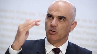Es ist geplant, dass er morgen vor die Medien tritt und zur 1000er-Frage Stellung bezieht: Gesundheitsminister Alain Berset.