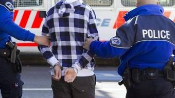 In Genf wird eine Person verhaftet (Symbolbild)