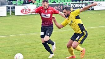 Wangens Aussenläufer Sandro Husi (links, hier im Duell mit Dulliken-Verteidiger Blerim Bekteshi) entschied das Derby mit seinem Treffer in der 87. Minute.