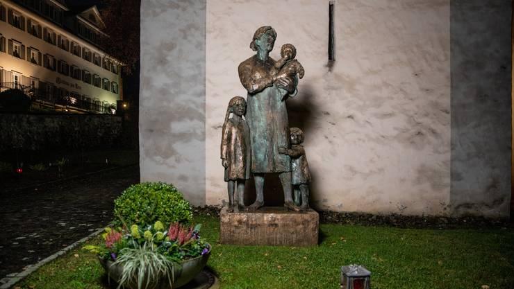 Auch Bruder Klaus' Frau Dorothee soll nach Ansicht Josef Rosenasts Verehrung zuteilwerden. Denkmal in Sachseln.