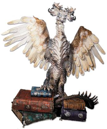 Die Drachengöttin Merell mit den leuchtenden Augen kann reden, fauchen und mit den Flügeln schlagen.