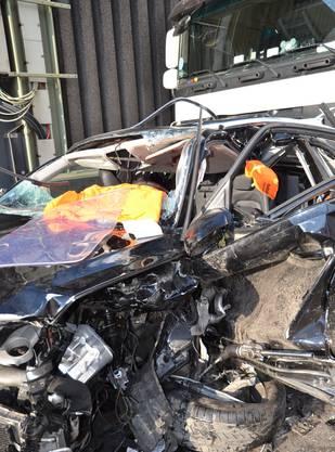 Ein Autofahrer wurde schwer verletzt.