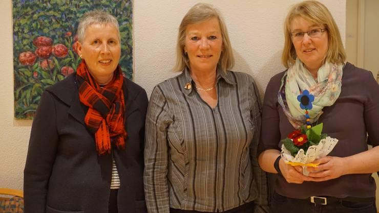 Von links; abtretende Aktuarin Maja Marrer mit Präsidentin Judith Propp und neu gewählte Aktuarin Sandra Blechschmidt