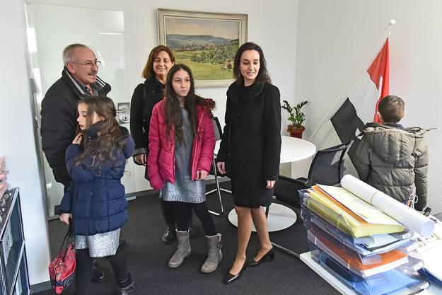 «Tag der offenen Tür» war an Neujahr auch im neuen Büro des Schönenwerder Gemeindepräsidenten.