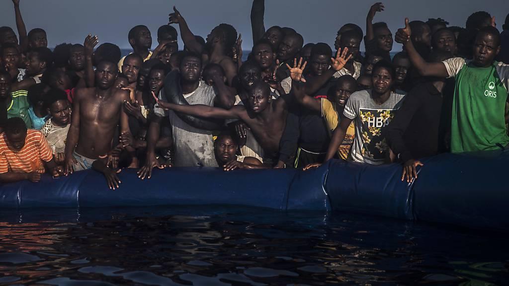 Der Angriff galt einem Flüchtlingsboot. (Symbolbild)
