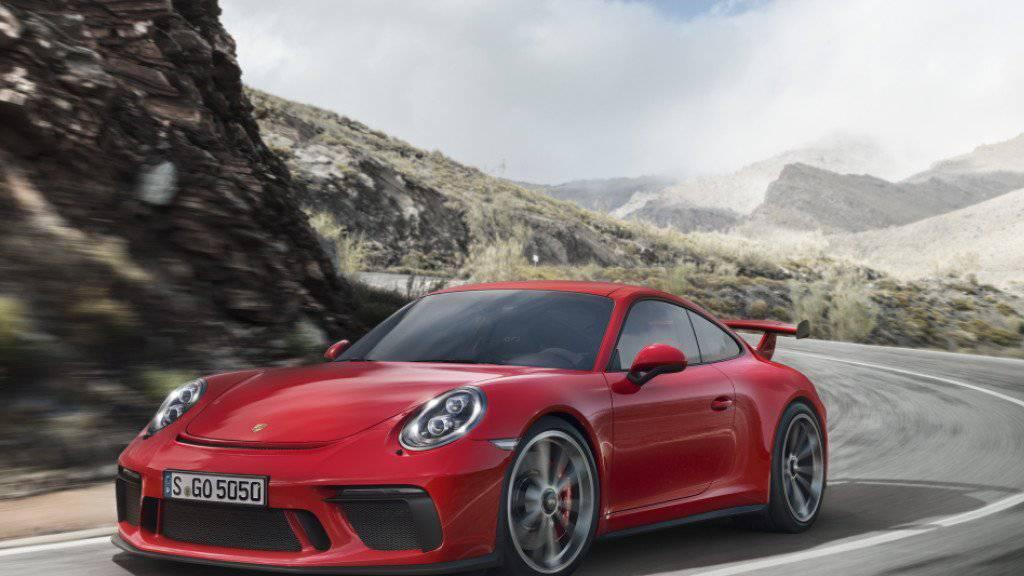 Im vergangenen Jahr hat der Sport- und Geländewagenhersteller Porsche Gas gegeben. 2017 soll es jedoch nur noch mässige Zuwächse bei Auslieferungen und Umsatz geben.