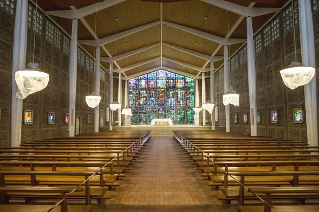Der aufgefrischte Kirchenraum mit der hellen Tragstruktur