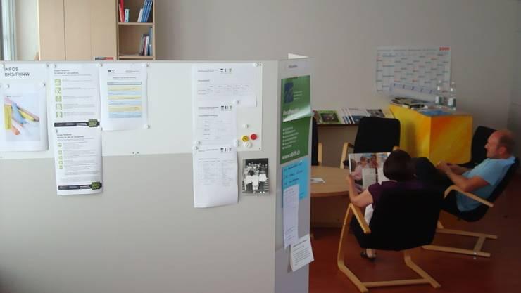 Merkblätter: In der Oberstufe Unterkulm hängen die wichtigsten Informationen im Lehrerzimmer. (ho)