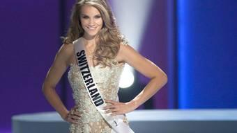 """Kerstin Cook - hier 2011 bei der Miss-Universe-Wahl - hat Normalgewicht, gilt aber im Business als """"Curvy"""". Das ist ihr egal, so lange sie gebucht wird. Aber nach der Modelkarriere will sie etwas im """"Curvy""""-Bereich initiieren, denn da herrscht in der Schweiz noch Handelsbedarf, findet sie. (Archiv)"""