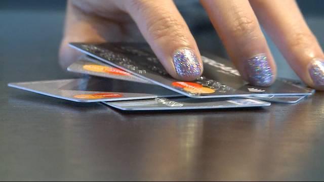 Bänkerin macht Ferien mit gefälschten Kreditkarten