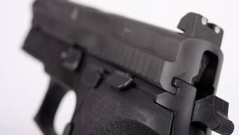 Ein Mann bezichtigte einen Bekannten, ihn vor einigen Tagen in Suhr auf offener Strasse mit einer Pistole bedroht zu haben.