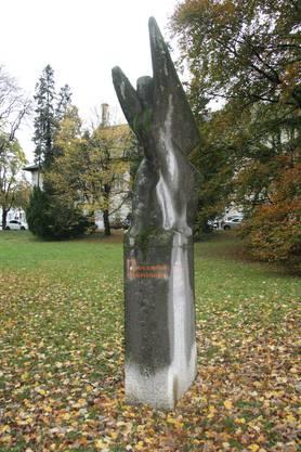 Das bemooste Denkmal für die Flugpioniere gleich neben Kościuszko.