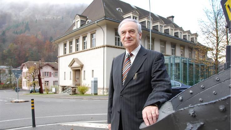 Marcel Huber vor dem Schmelzihof in der Klus. Er war es seinerzeit, der sich dafür eingesetzt hatte, dass daraus ein Amthaus geworden ist.