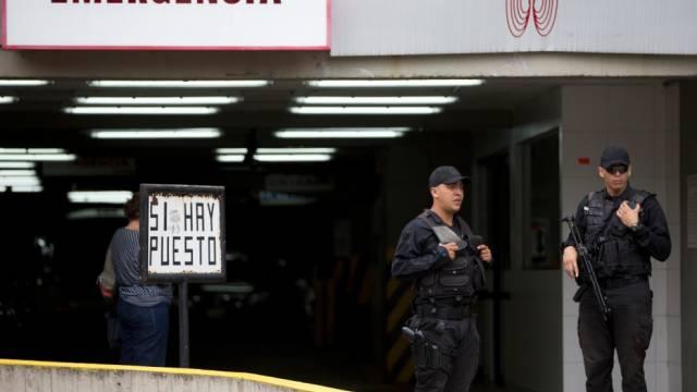 Die Polizei bewacht das Spital in Caracas