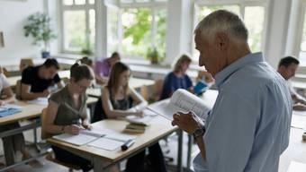 Das Staatspersonal - und damit auch die Lehrer - soll nach mehreren Nullrunden mehr Lohn erhalten. (Symbolbild)