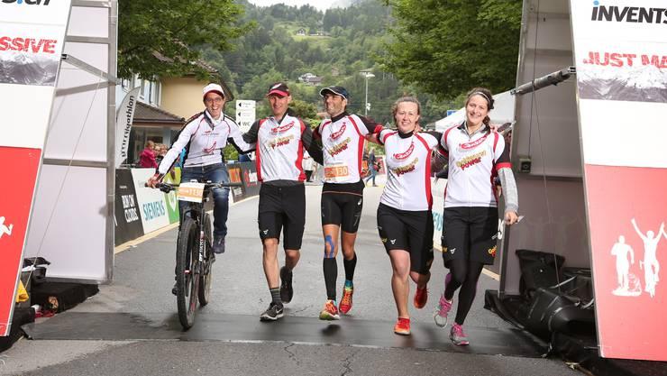 Das «improvisierte» Goldwurst-Power Team beim diesjährigen Zieleinlauf nach langen Strapazen.