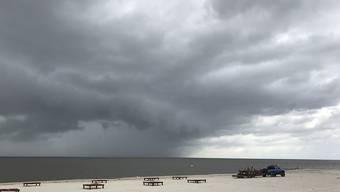 Ein Tropensturm ist am Dienstag (Ortszeit) in den USA an Land gegangen und hat mindestens ein Todesopfer gefordert.