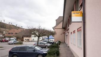 Ein überparteiliches Komitee rund um Miriam Locher sammelt Unterschriften für den Erhalt der Poststelle Gartenstadt in Münchenstein.