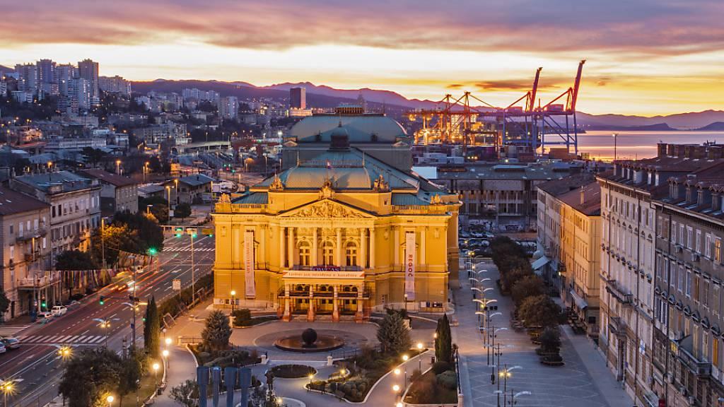 ARCHIV - Blick über das kroatische Rijeka. Foto: Borko Vukosav/Rijeka 2020 European Capital of Culture/dpa - ACHTUNG: Nur zur redaktionellen Verwendung im Zusammenhang mit einer Berichterstattung über die Kulturhauptstädte 2020 und nur mit vollständiger Nennung des vorstehenden Credits