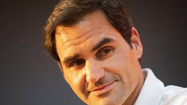 """""""Spielen gegen die Wand, wie in alten Zeiten"""": Roger Federer hält sich zuhause fit - und freut sich auf seine Wimbledon-Rückkehr in einem Jahr"""
