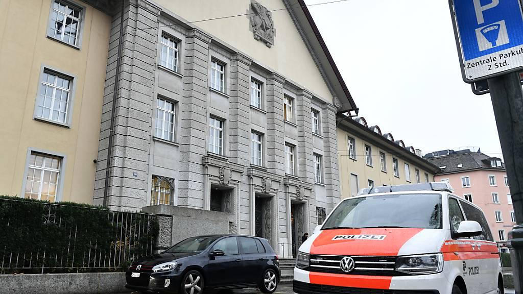 Das Bezirksgericht Zürich beurteilt heute die Klage von «Carlos» gegen den Kanton Zürich. «Carlos» fordert 40'000 Franken, weil er im Gefängnis in Pfäffikon unmenschlich behandelt worden sei. (Symbolbild)