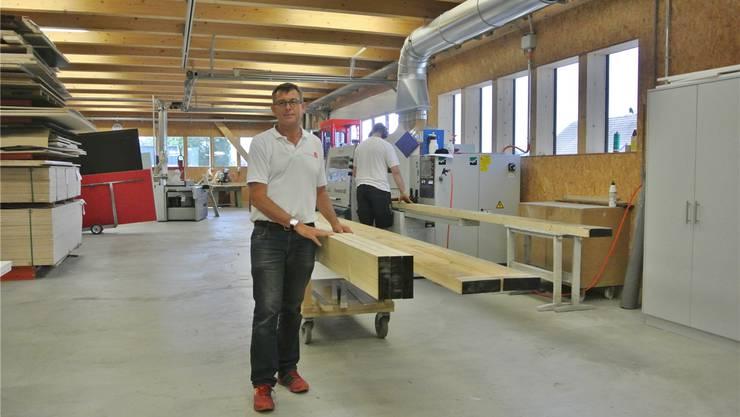 Beat Peterhans freut sich, dass die Abläufe effizienter werden – auch dank neuer Halle.