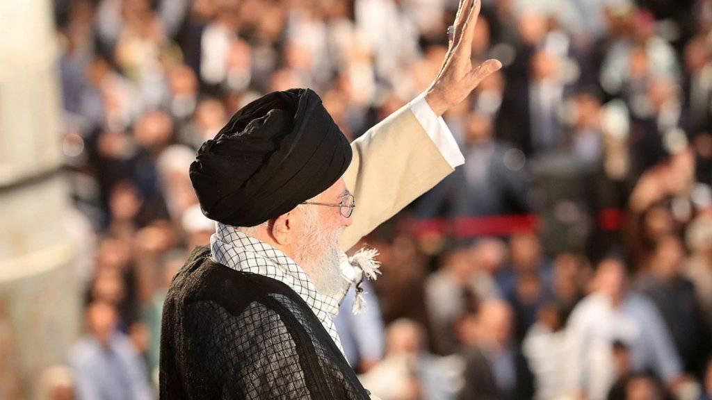 Hauptredner an der Gedenkfeier zum 30. Todestag des iranischen Revolutionsführers Chomeini war dessen Nachfolger Ajatollah Ali Chamenei.