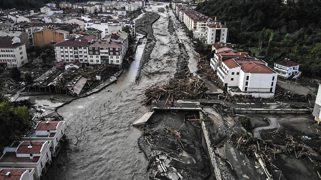 Trockene Hitze in Südeuropa - Überflutungen in Türkei und Japan