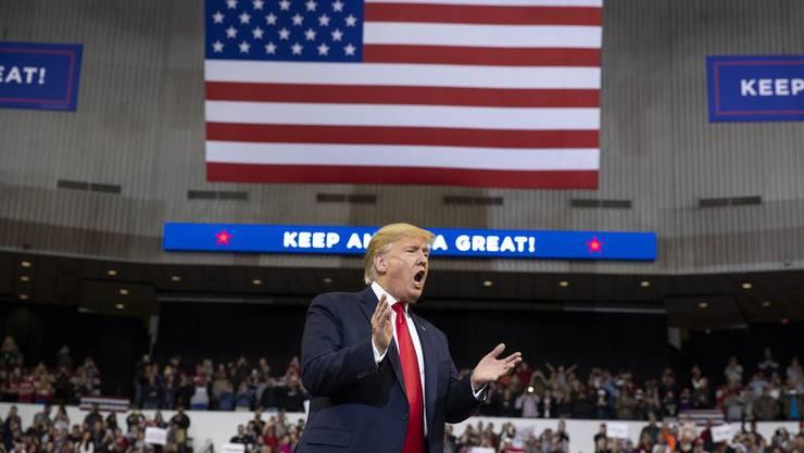 Donald Trump spricht zu seinen Anhängern.