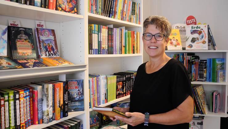 Corinne Frischknecht, Inhaberin der Buchhandlung Scriptum, freut sich sehr, dass die beiden Lesungen trotz Corona stattfinden.