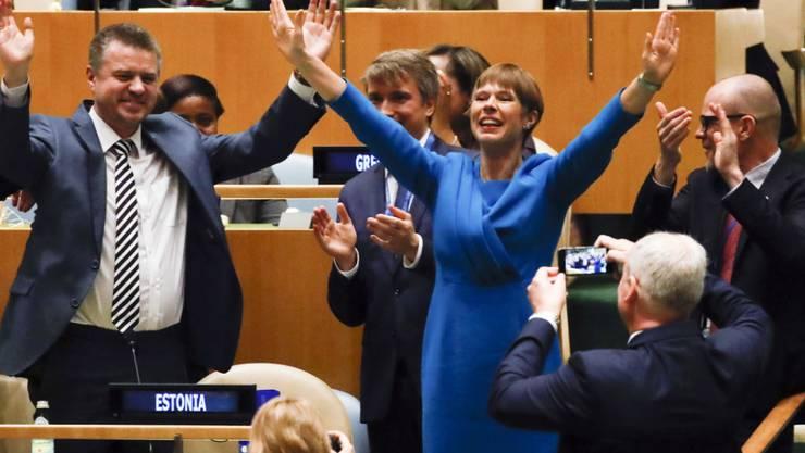 Estlands Präsidentin Kersti Kaljulaid (r) freut sich über die Wahl ihres Landes in den Uno-Sicherheitsrat