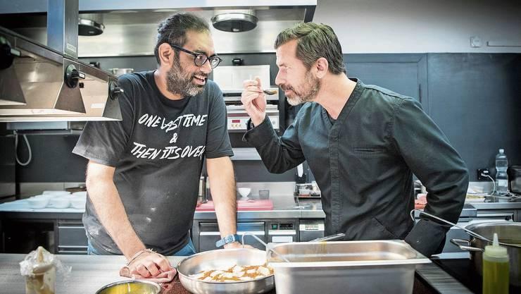 Zu Gunsten seiner Stiftung für Nachwuchstalente teilte Andreas Caminada (41) seine Küche einen Tag lang mit Kultkoch Gaggan Anand (40).