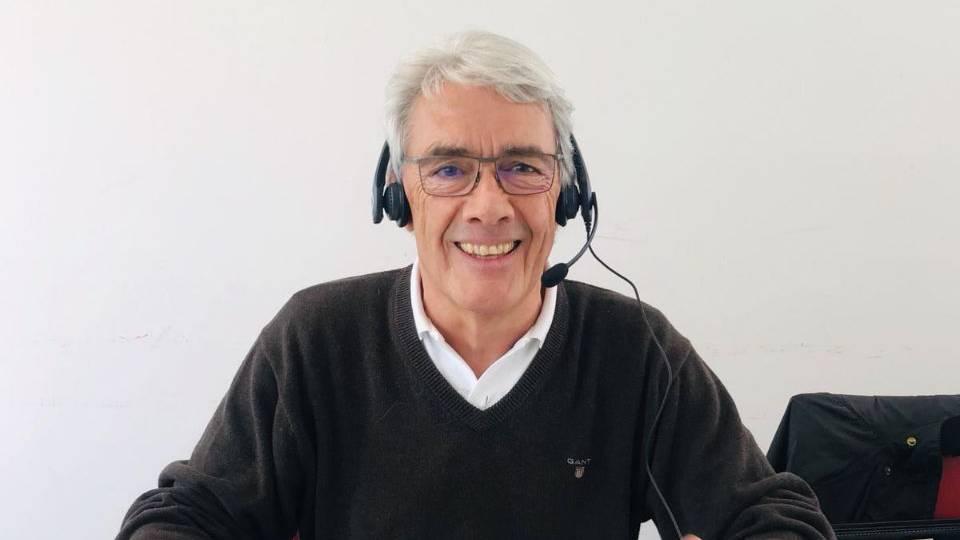 Conrad Fritzsche, Präsident der Stiftung für Kinderkrebsforschung, nimmt selbst Spenden am Telefon entgegen. (© Radio 24)
