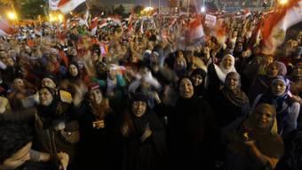 Menschen in Kairo protestieren gegen Präsident Mursi