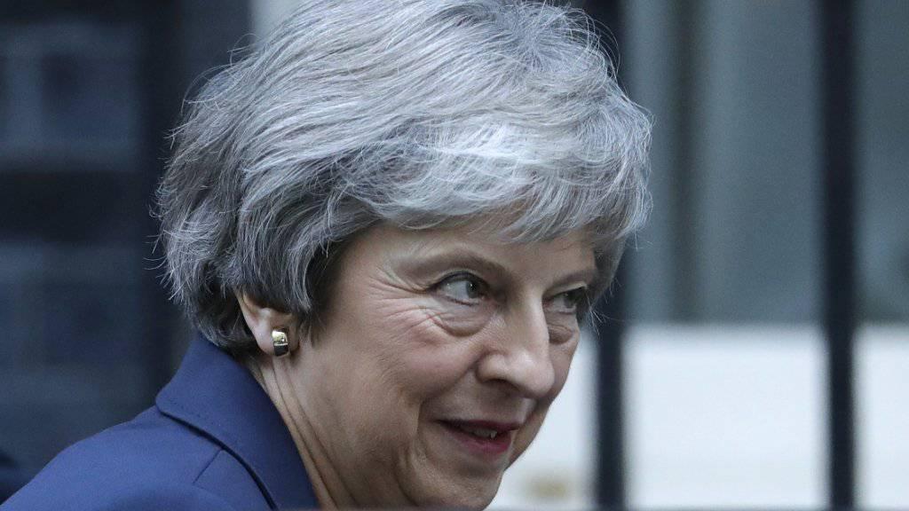 Britisches Kabinett berät am Mittwochnachmittag über den Vertragsentwurf zum Brexit. Zuvor hatte die britische Premierministerin Theresa May ihre Minister einzeln empfangen.