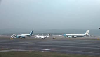 Die Air Force One des amerikanischen Präsidenten Donald Trump verlässt den Flughafen Zürich. Beide Flugzeuge der US-Delegation sind kurz nacheinander abgehoben.