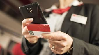 Das GA oder ein Abonnement eines Verkehrsverbundes können neu als Karte oder über über die Smartphone-App von SBB und BLS vorgewiesen werden. (Themenbild)