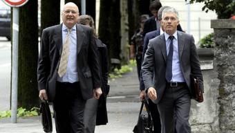 Die Anwälte des Tinner-Gehilfen vor dem Gericht.