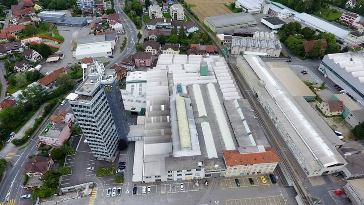 In den Startlöchern: In einem Teil des ehemaligen Alu-Areals in Menziken will das Basler Immobilienunternehmen Hiag ein Data-Center aufbauen.SEVERIN BIGLER
