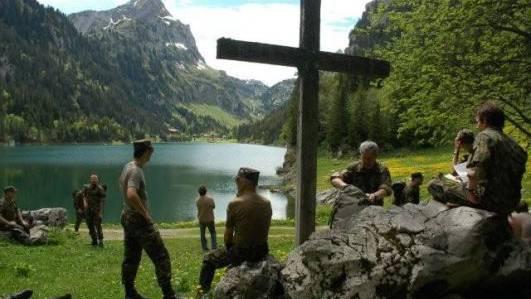 Armeeseelsorgen können Gottesdienste anbieten.